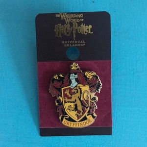 NWT Harry Potter Gryffindor pin